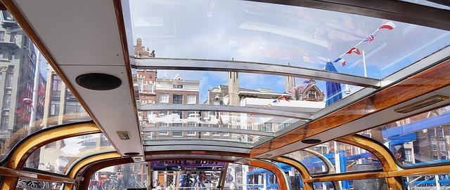 שייט בסירה באמסטרדם