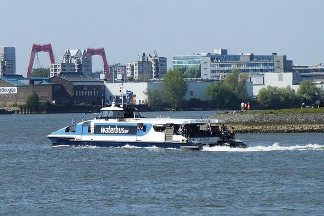 אוטובוס מים בהולנד