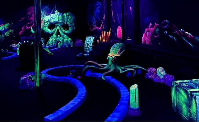 Aloha Glow in the Dark Minigolf Amsterdam