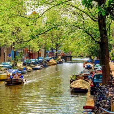 תעלות מים אמסטרדם בקיץ
